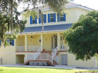 3 Bedroom / 2 Bath Family friendly Coastal Manor of Sarasota