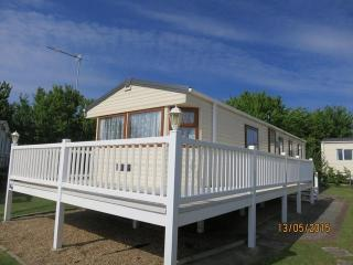 Cherry Tree  70860 - Stunning home with large deck, Great Yarmouth