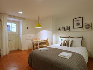 Comfortable studio: design in heart of Alfama,wifi, Lisboa