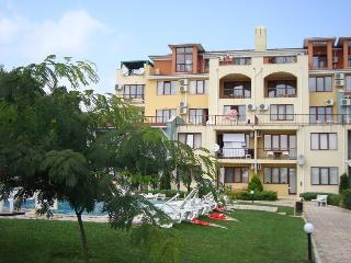 Varna Inn - Luxury Sea park apartment with a pool