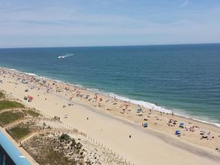 Gorgeous Direct Oceanfront Condo, 3BR/2 BA !!!
