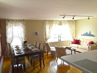 Cozy On Cloud 9 - 2bd apt 2nd fl 18min to NYC