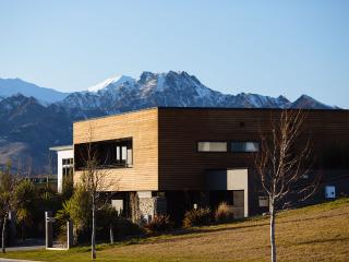 Views of Lake Wanaka and mountains from this luxury, 4 bedroom 3 bathroom home.