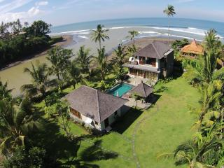 Balian, Bali - Luxury 4 bedroom beach villa, Tabanan