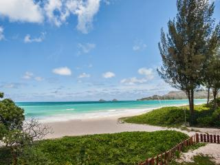 BEACHFRONT 6BR/4.5BA Kailua family style with Pool