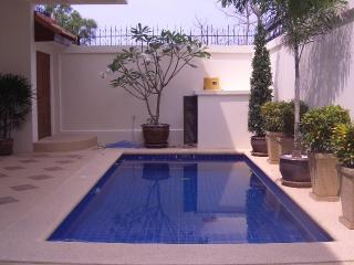 AvG3 - 4 bedroom house with pool at Pratumnak hill, Pattaya