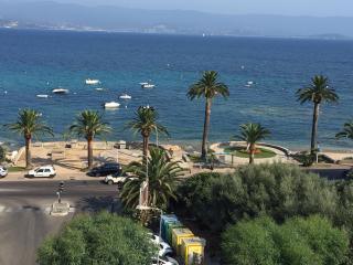 Ajaccio T1 tout equipe a 30 metres de la plage