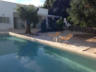 Lamia in pietra in splendido Casale con piscina, Ostuni