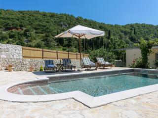 Villa Betty with pool in rural part of Dubrovnik