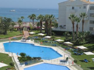 First line Beach Pto. Banus, Marbella 3 bedrooms 4 baths. Fibre opt. Sky tv
