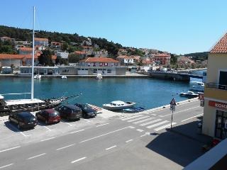 Seafront Apartment in Tisno Near the Bridge TP2A2