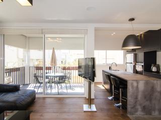 Liberman–Immaculate 1 Bed & Balcony Apartment, Tel Aviv