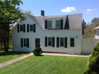 Charming 3BR/2Bath East Boothbay Cottage; Pet-Friendly *July Promo
