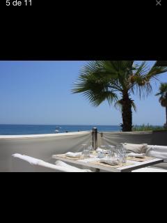 A menos de cinco minutos en coche de unos de los mejores chiringuitos de playa PURO BEACH.
