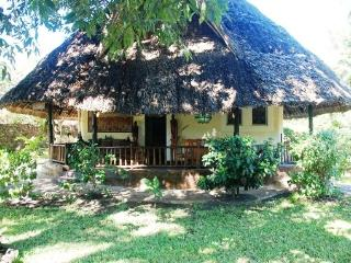 Upani Diani Cottage, 300m from clear sandy beaches