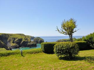 SMULL Bungalow in Mullion Cove, St Keverne