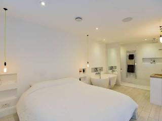 Master Bedroom with en-suite and Stone Bath.
