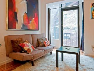 Charming loft studio near UN-sleeps 4, New York City