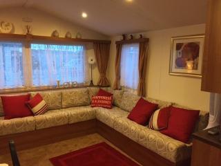LARGE LOUNGE / FIRE /  DOUBLE GLAZING /  CD MUSIC SYSTEM