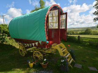 Old Oak Gypsy Wagon, Newcastle Emlyn