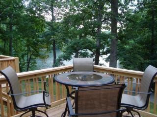 JULIAN LAKE LODGE/Lake Front/HotTub/Kings/2GasFP/FirePit/MassageChr/Kid Friendly