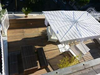 this wonderful terrace of 40 sqm belongs to the house and is equipped for sunbathing