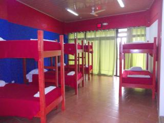 Big Room 1 to 10 bunkers beds FK, La Fortuna de San Carlos