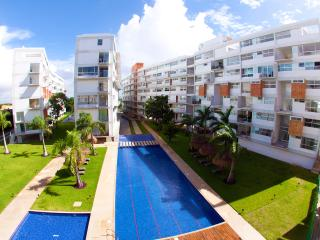 Perfect Location. Shops, Restaurants, Beach Nearby, Cancun