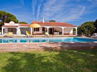 VILLA SARA, 2 bedroom villa with pool and very large garden near to Aquashow