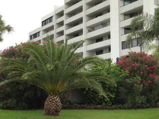 Hudson Beach Condo (Penthouse)