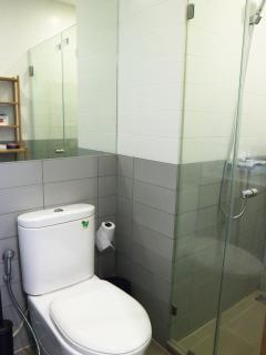 Bathroom with basic toiletries