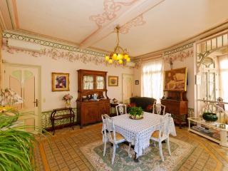Grand salon-salle à manger Majorelle (32 m2) meublé art-nouveau