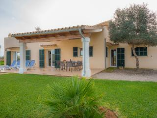 SON COVES PETIT - Property for 7 people in CAMPOS, Campos