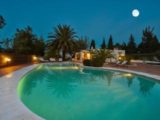 Villa with garden,barbecue San, Cala Gracio