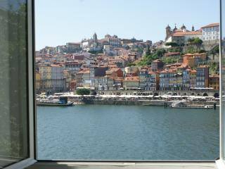 Douro, Ribeira & Ponte D Luiz riverfront apartment
