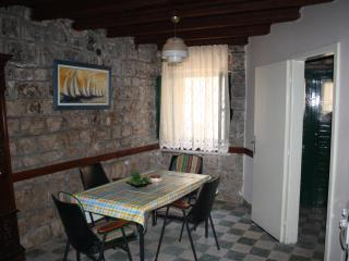 Charming old stone house in center of town, Stari Grad
