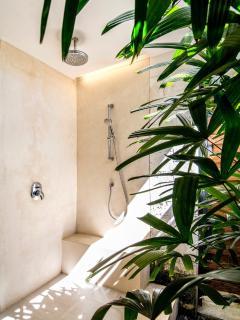 Villa Champa Outside Shower