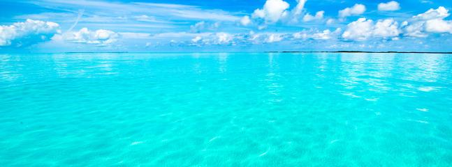 The beautiful water in Treasure Cay!