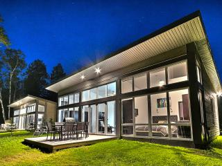 Deal from $130/n for modern loft house with free tennis, pool, gym. Close to Mtn