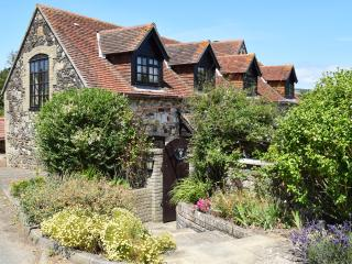 2 The Granary Grade II listed upside down cottage with enclosed garden, sleeps 4