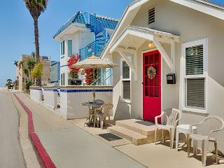 Amazing Vacation Location - 30 Seconds From the Sand, Perfect for Family!, Newport Beach