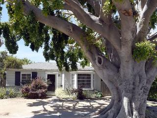 Stay like a local in this quiet 2 Bedroom, 1 Bath Home in Venice, Marina del Rey