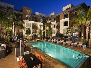 Gorgeous 2 Bedroom 2 Bath Apartment in the heart of Hollywood, Los Angeles