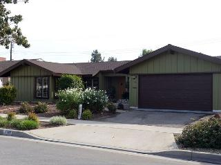 Enjoy this Spacious 4 Bedroom House with a Pool near Disneyland, Anaheim
