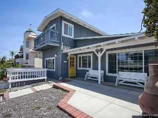 3BR/2BA Neptune Ave House, Ocean Views, Walk to Beach, Sleeps 10, Encinitas