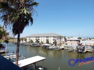 Nautical Escape! Geourgeous recently updated Waterfront Condo with boat slip!, Corpus Christi