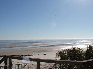 Pure Paradise, Less than 20 Steps to beach, Beach Front, WIFI, Flat Screens, Crescent Beach