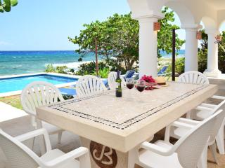 Villa Casablanca 3 or 4 bedroom oceanfront, Puerto Aventuras