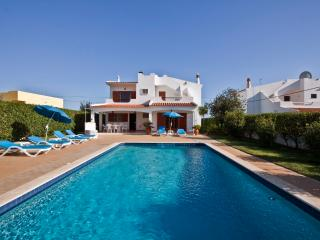 Villa Feliz, 3 bedroom villa with pool and large garden in Albufeira