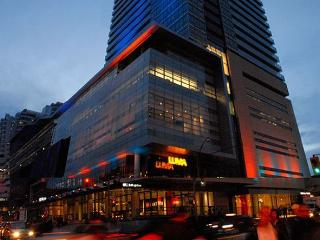 Luxury 5 Star Downtown – Entertainment / TIFF Ligh